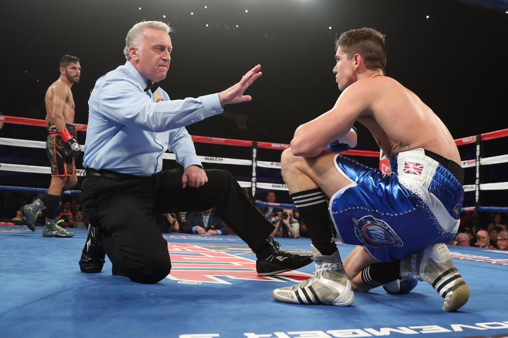 Jorge Linares scored a knockdown with a right hand against Luke Campbell. Photo: HBO Sports