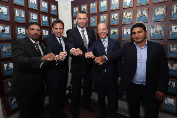 Erik Morales along with Winky Wright, Vitali Klitschko, Jim Gray and Steve Albert at the International Boxing Hall of Fame. Photo: Alex Menendez/Getty Images