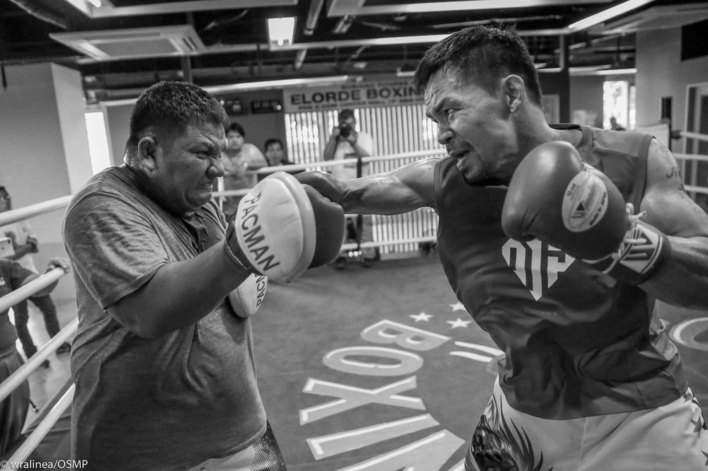 Manny Pacquiao hitting the mitts with Buboy Fernandez. Photo: wralinea/OSMP