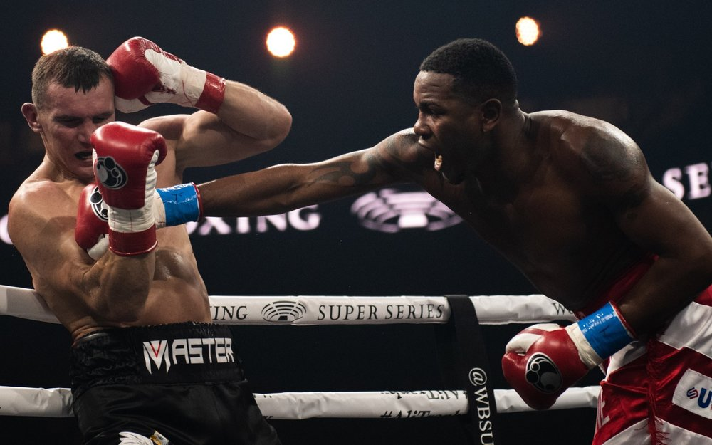 Yunier Dorticos lands a right hand on Mateusz Masternak. Photo: Lester Silva/World Boxing Super Series