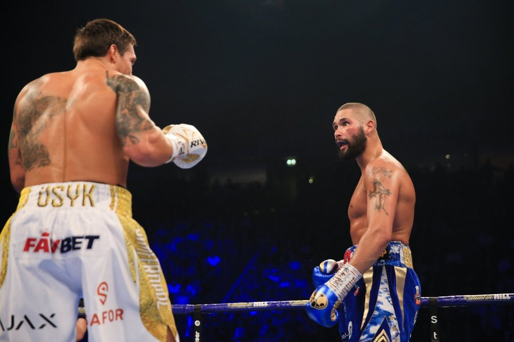 Tony Bellew gives Oleksandr Usyk an intimidating stare in the middle of their bout. Photo: Matchroom Boxing