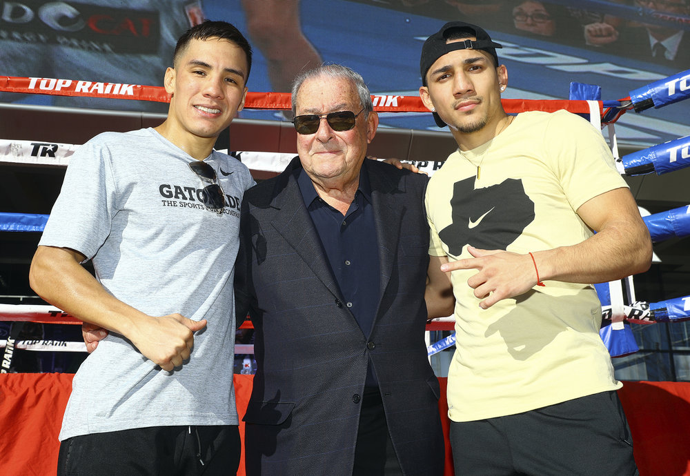 Oscar Valdez, Bob Arum and Teofimo Lopez. Photo: Mikey Williams/Top Rank