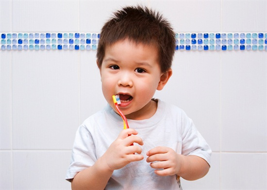 Brush Baby Teeth | When to start brushing baby teeth | How to brush baby teeth | Brush children's teeth | Children dentist | First dental visit | Children's dentist Richmond BC | Richmond Dentist | Richmond Children's Dentist