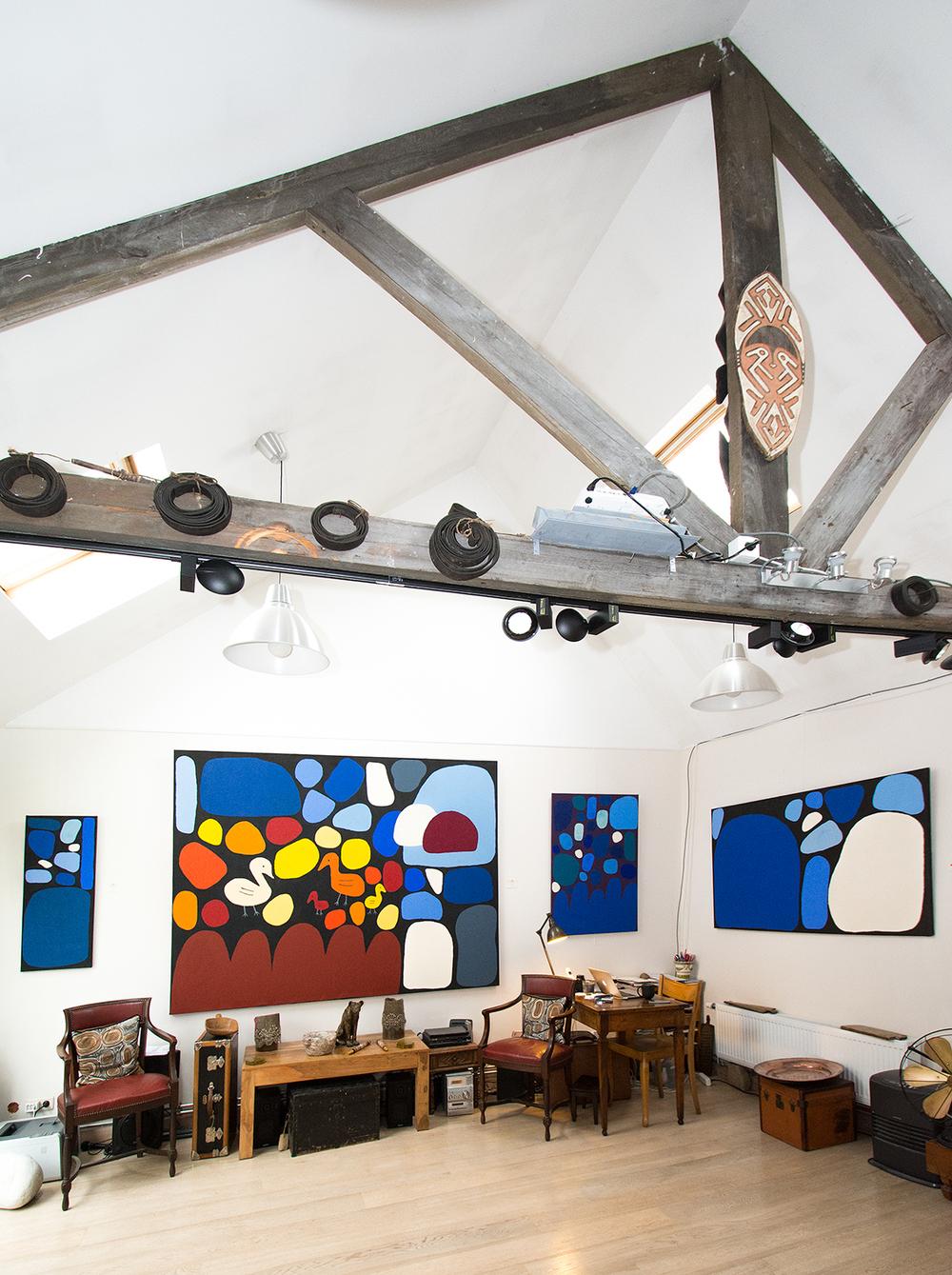 Vue de l'exposition Kaléidoscope millénaire. De gauche à droite, les œuvres de l'artiste Keturah Zimran. Jusqu'au 17 décembre à la galerie.