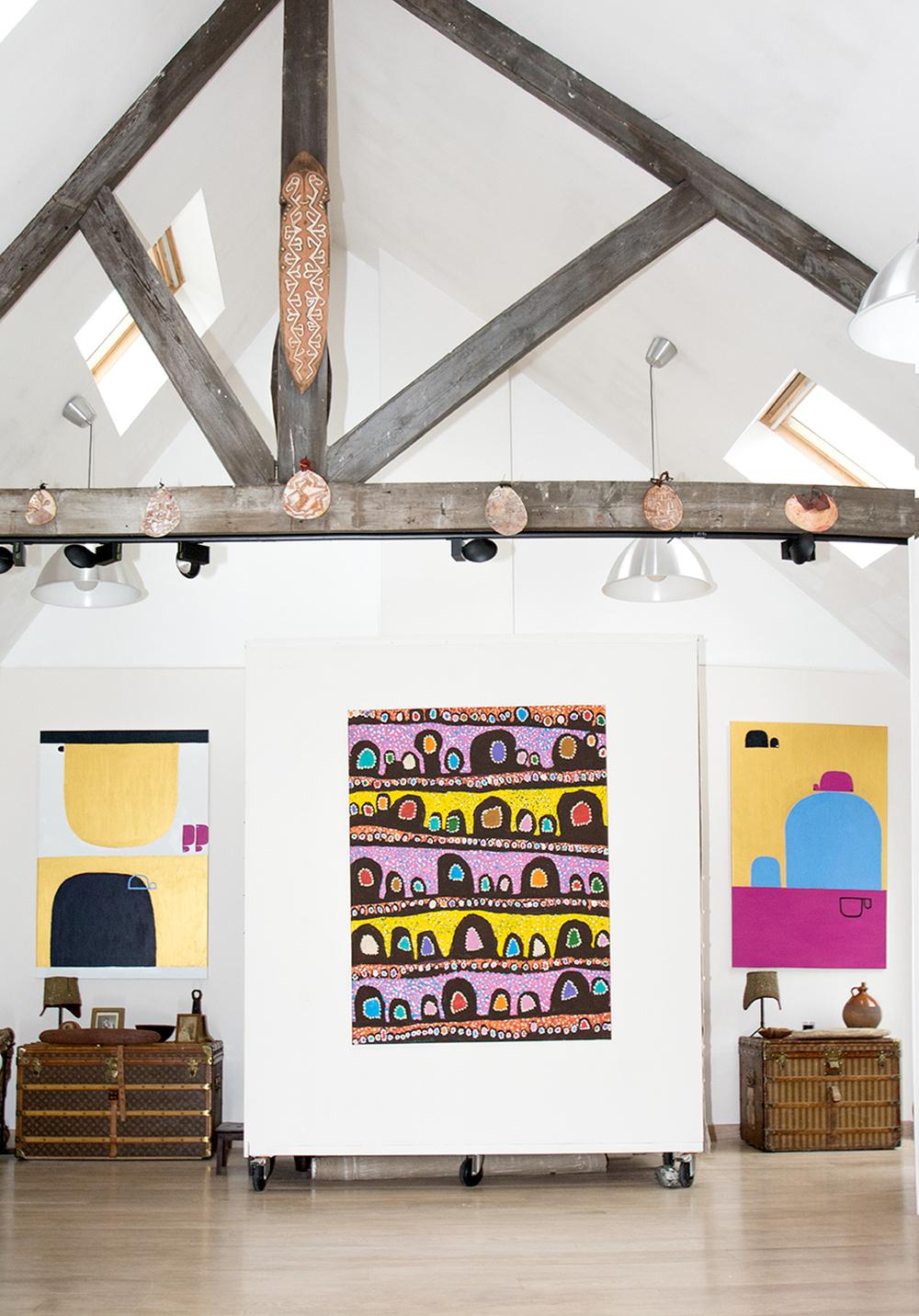 De gauche à droite : l'artiste Naomie Hobson, Linda Napurrula d'Ikuntji, Naomie Hobson. © Ikuntji artists © Lockhart River art centre