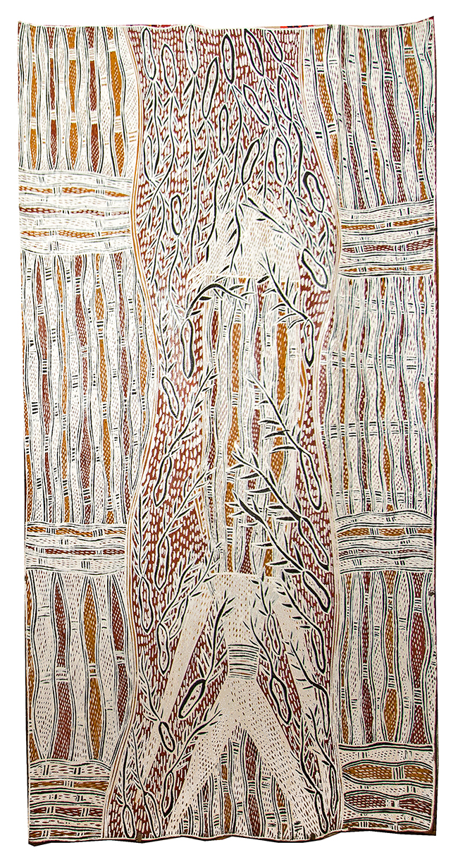 Artiste : Galuma Maymuru. Format : 108 x 59 cm. Piments naturels sur écorce d'eucalyptus. © Photo : Aboriginal Signature, with the courtesy of Yirrkala Buku Larrngay Mulka.