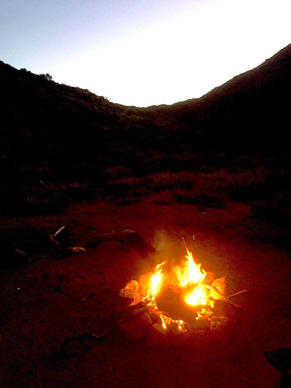 Bivouac dans les zones désertiques du APY land. température : - 2°c.
