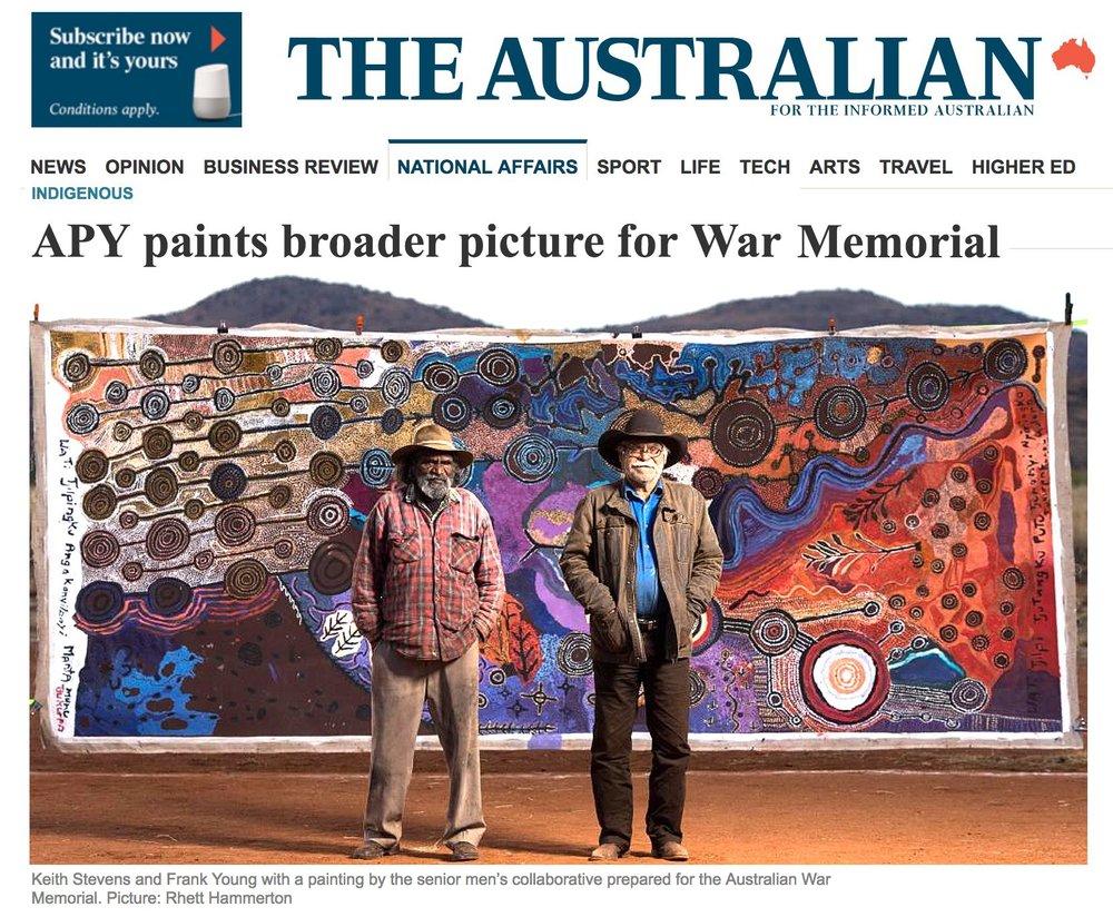 """Article de quotidien """"The Australian"""" avec une vue de l'œuvre collaborative masculine de 5 m destinée au War memorial."""