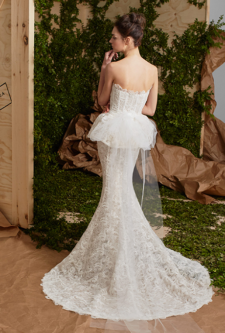 carolina-herrera-wedding-dresses-spring-2017-005.jpg