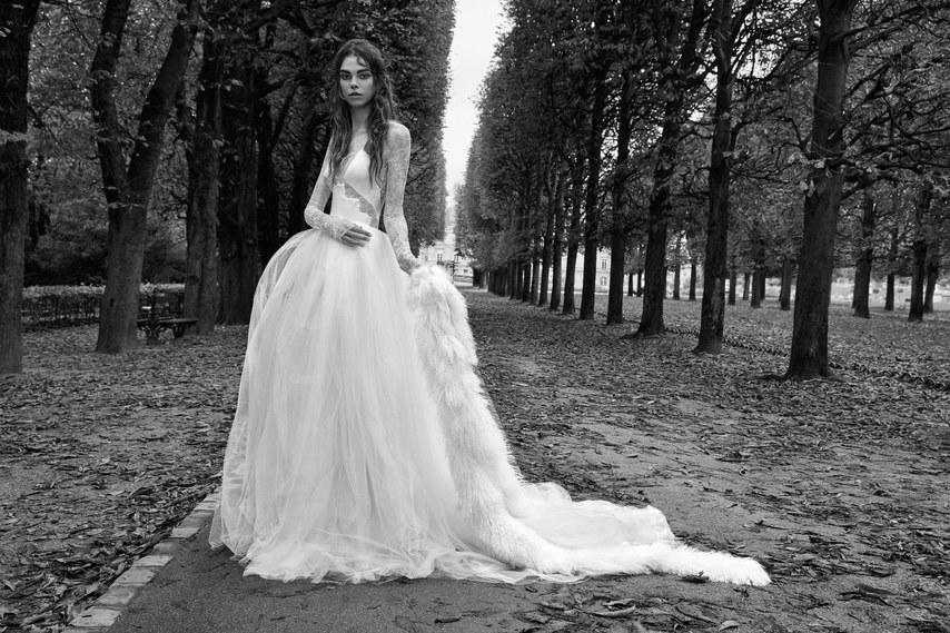vera-wang-wedding-dresses-fall-2018-009.jpg