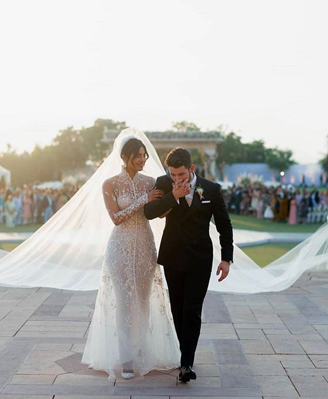 It doesn't get any more fairytale than this! Congrats to @priyankachopra and @nickjonas (both in @ralphlauren) on their spectacular weeding weekend! ⠀⠀⠀⠀⠀⠀⠀⠀⠀ Are you looking to celebrate your own multicultural wedding? Contact our team and we would gladly help you achieve your fairytale wedding! #bodasdelencanto . . . . . . #celebritywedding#priyankachopra #nickjonas#weddingdetails#weddingplanning #weddinginspiration#weddinginspo #bridalinspiration#bridalinspo #weddingveil#bridalveil#luxuryhotel #weddingdecor #weddinginspiration  #weddingplanning #weddingplanner