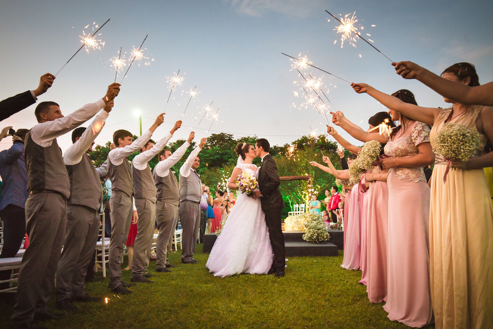 sparklers-exit-destination-wedding-photography-brazil-iguazu-9
