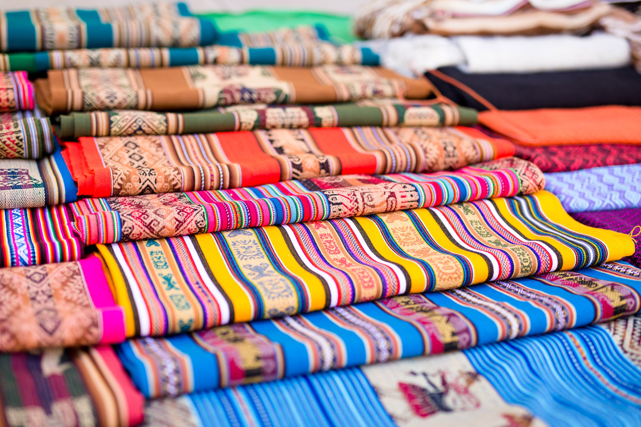 And just look at those fabrics. We couldn't resist and bought a tablecloth.