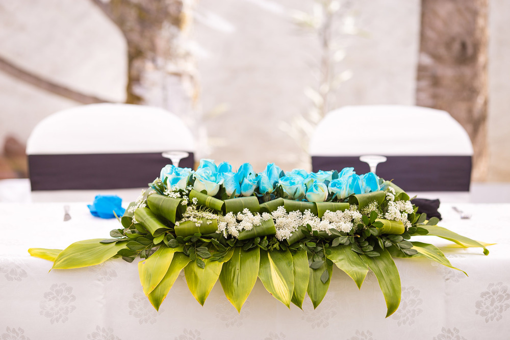 black-blue-wedding-decoration-white-rose