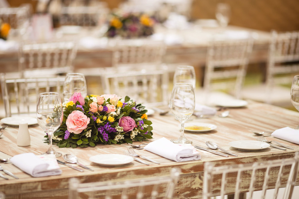 Wedding-Travellers-Destination-Wedding-Peru-Cusco-Hacienda-Sarapampa-Sacred-Valley-flower-colorful-wood-table-decoration