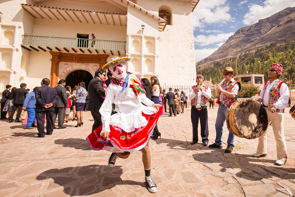 Wedding-Travellers-Destination-Wedding-Peru-Cusco-Hacienda-Sarapampa-Sacred-Valley-traditional-costumes