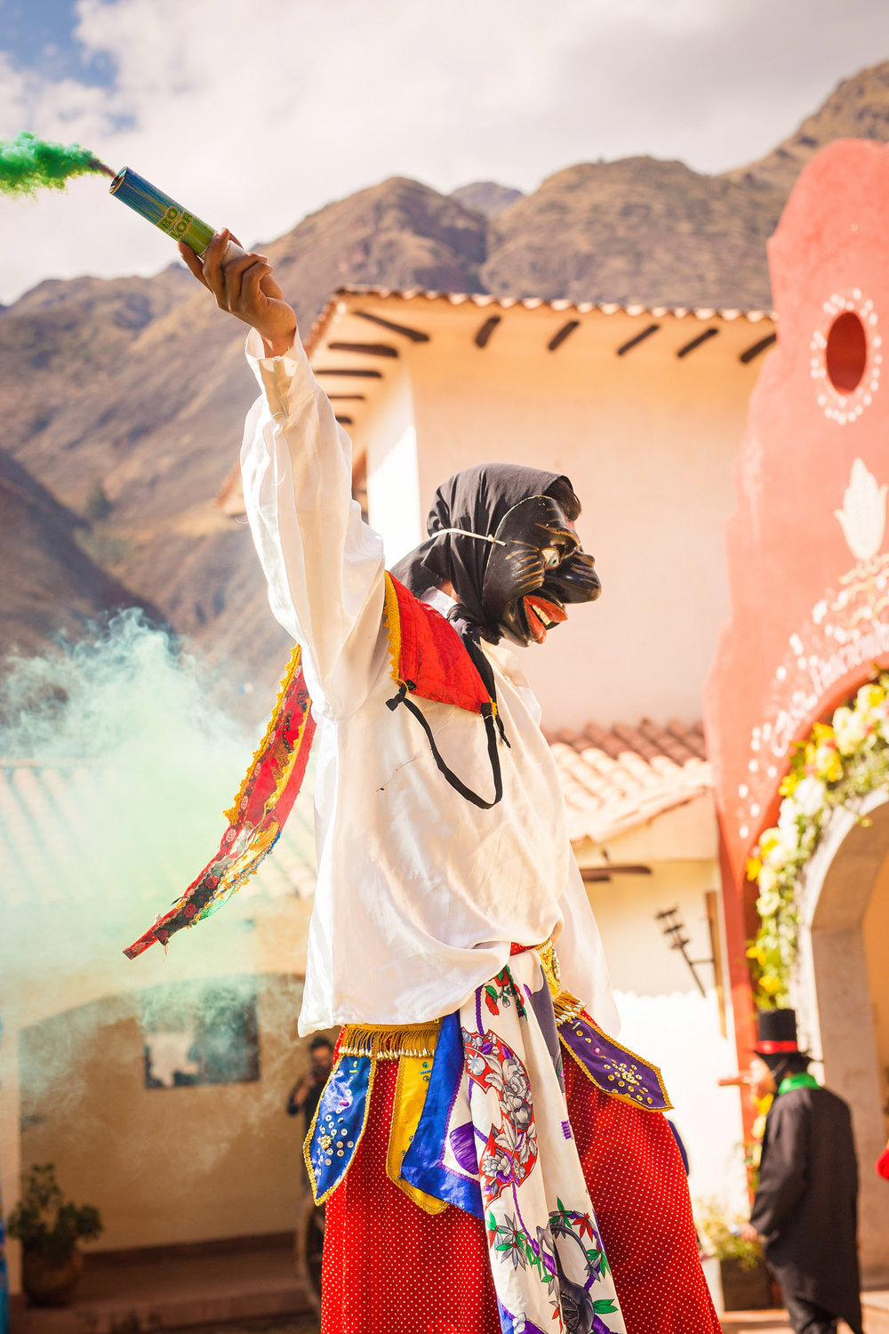 Wedding-Travellers-Destination-Wedding-Peru-Cusco-Hacienda-Sarapampa-Sacred-Valley-amusement-entertainment-traditional-costumes