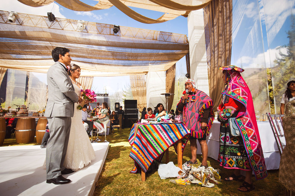 Wedding-Travellers-Destination-Wedding-Peru-Cusco-Hacienda-Sarapampa-Sacred-Valley-andean-ceremony-shaman-colorful-traditional