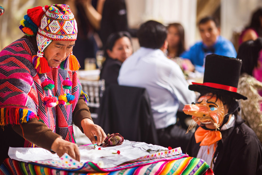 Wedding-Travellers-Destination-Wedding-Peru-Cusco-Hacienda-Sarapampa-Sacred-Valley-traditional-andean-ceremony-preparing-despacho