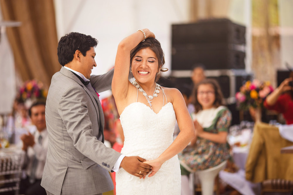 Wedding-Travellers-Destination-Wedding-Peru-Cusco-Hacienda-Sarapampa-Sacred-Valley-first-dance