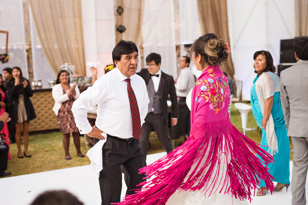 Wedding-Travellers-Destination-Wedding-Peru-Cusco-Hacienda-Sarapampa-Sacred-Valley-queca-traditional-dance