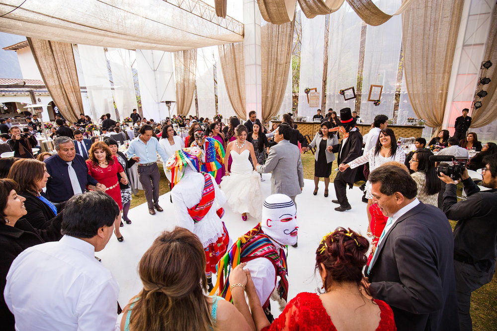Wedding-Travellers-Destination-Wedding-Peru-Cusco-Hacienda-Sarapampa-Sacred-Valley-traditional-costume-entertainment-party