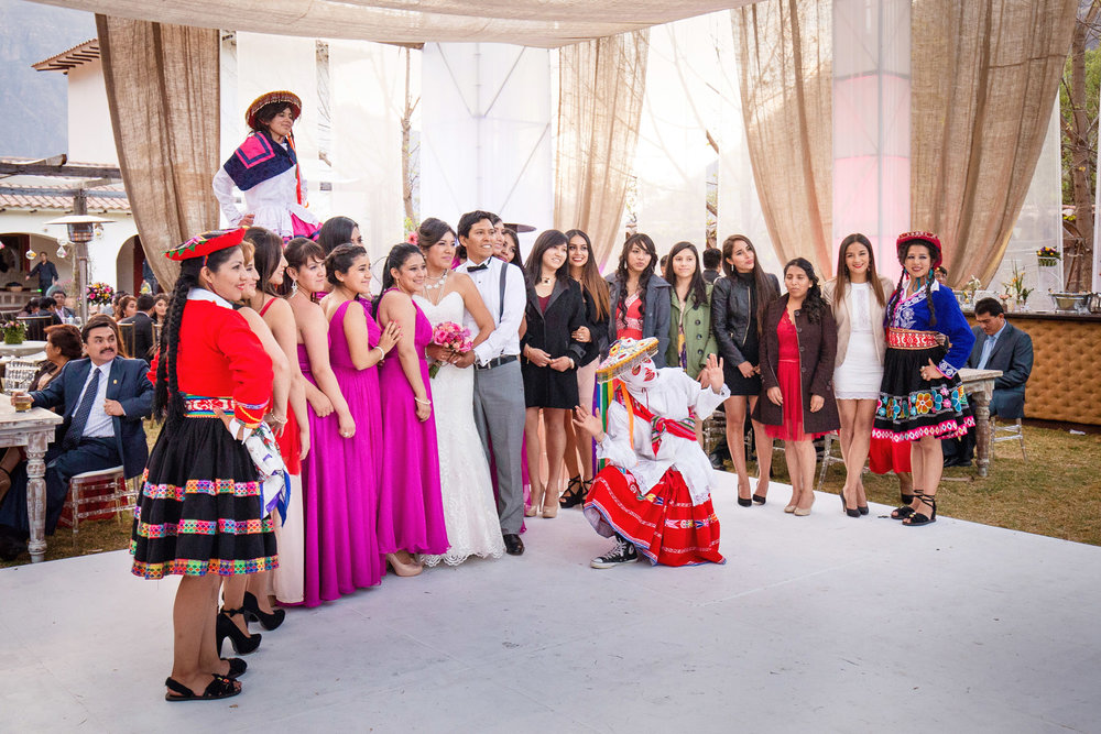 Wedding-Travellers-Destination-Wedding-Peru-Cusco-Hacienda-Sarapampa-Sacred-Valley-destination-bouquet-toss