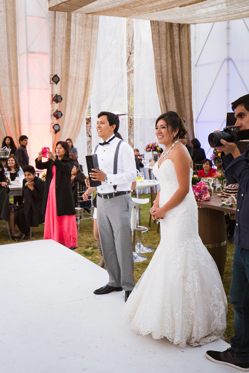 Wedding-Travellers-Destination-Wedding-Peru-Cusco-Hacienda-Sarapampa-Sacred-Valley-toss-beer