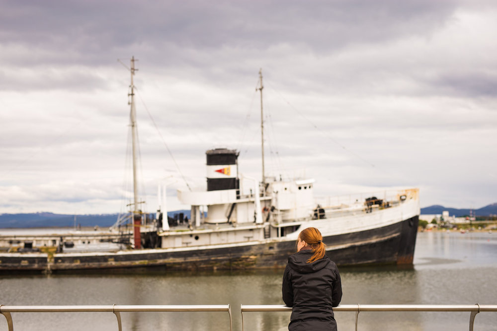 Wedding-travellers-ushuaia-argentina-fin-del-mundo-historic-old-ship