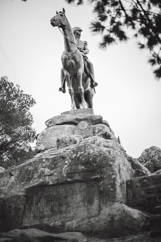 wedding-travellers-argentina-tandil-statue-war-hero