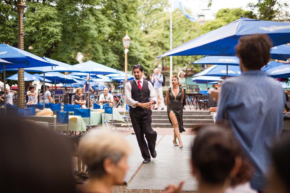 wedding-travellers-argentina-buenos-aires-tango-dancer-san-telmo-plaza-dorrego