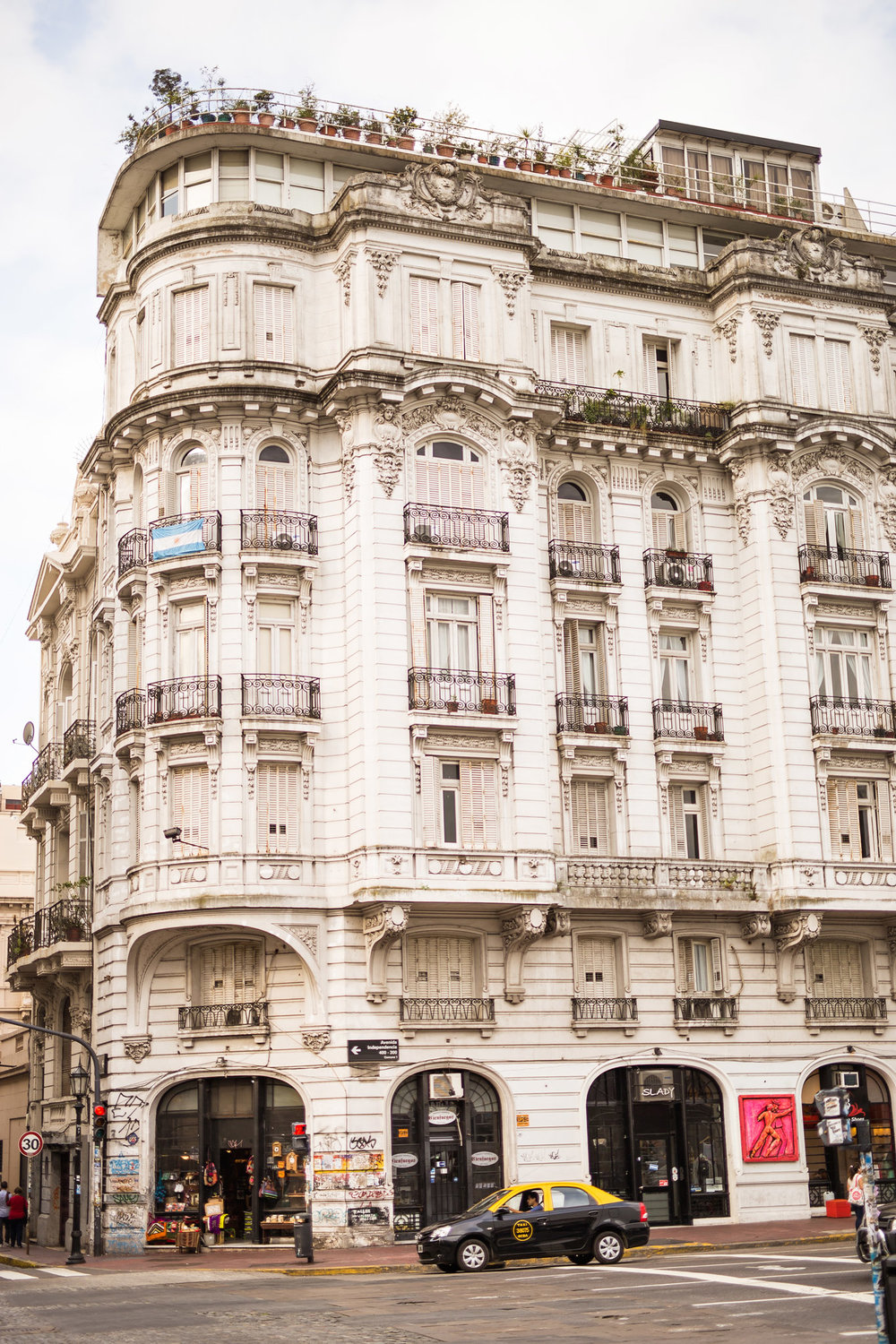 wedding-travellers-argentina-buenos-aires-san-telmo-tango-building-architecture