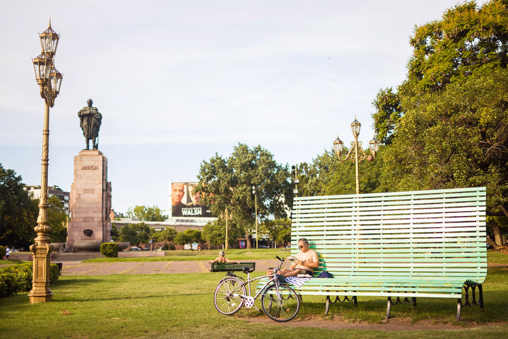 Wedding-travellers-Argentina-Buenos-Aires-Palermo-park-big-bench