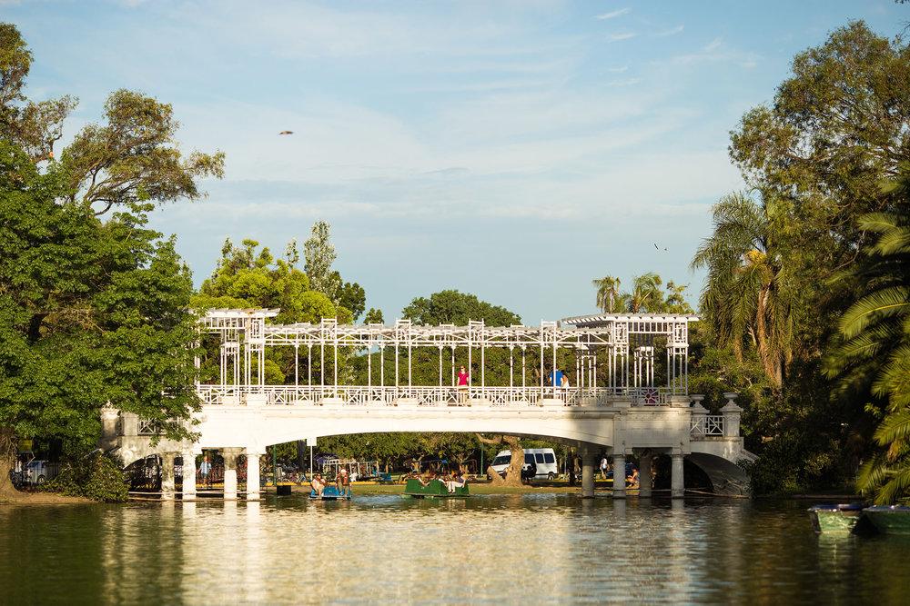 Wedding-travellers-Argentina-Buenos-Aires-Botanical-Garden-Jardin-Botanico-Bridge