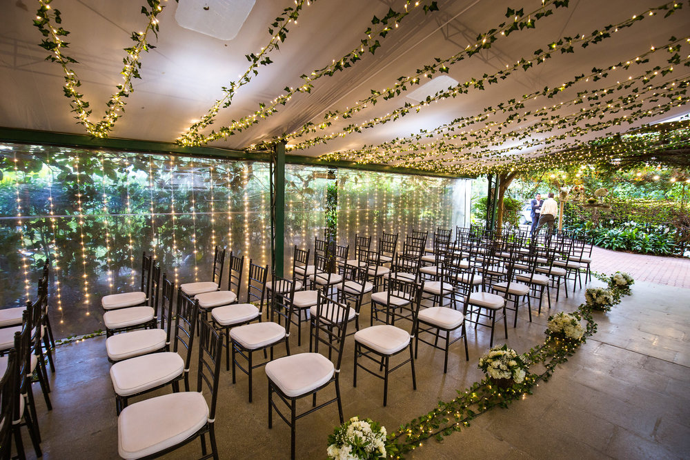 wedding-travellers-destination-wedding-photography-colombia-medellin-chuscalito-decoration-lights