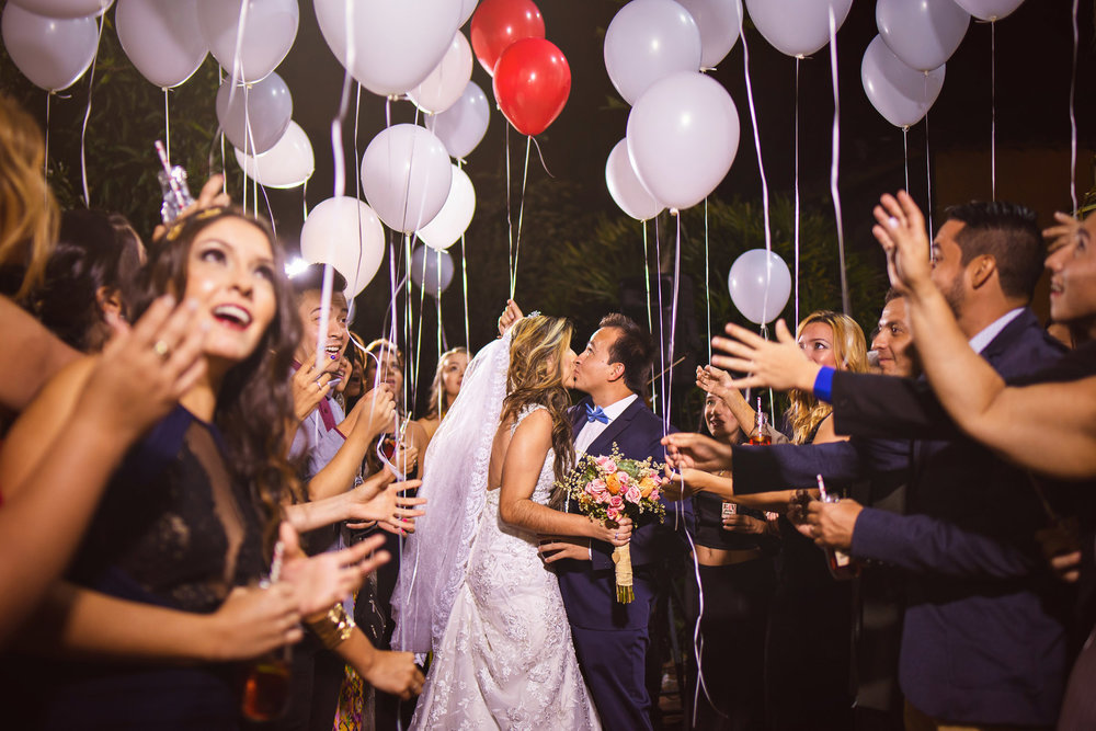 wedding-travellers-destination-wedding-photography-colombia-medellin-chuscalito-baloons