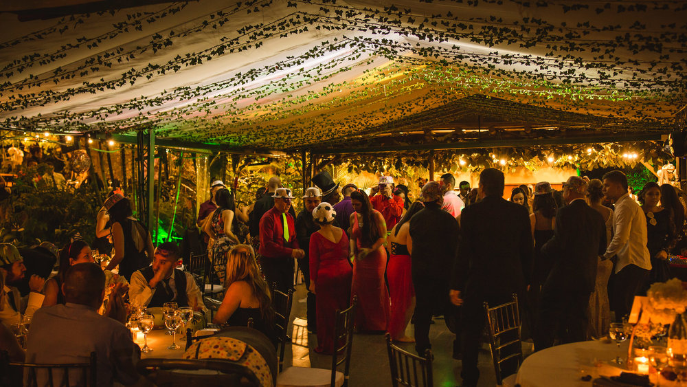 wedding-travellers-destination-wedding-photography-colombia-medellin-chuscalito-party