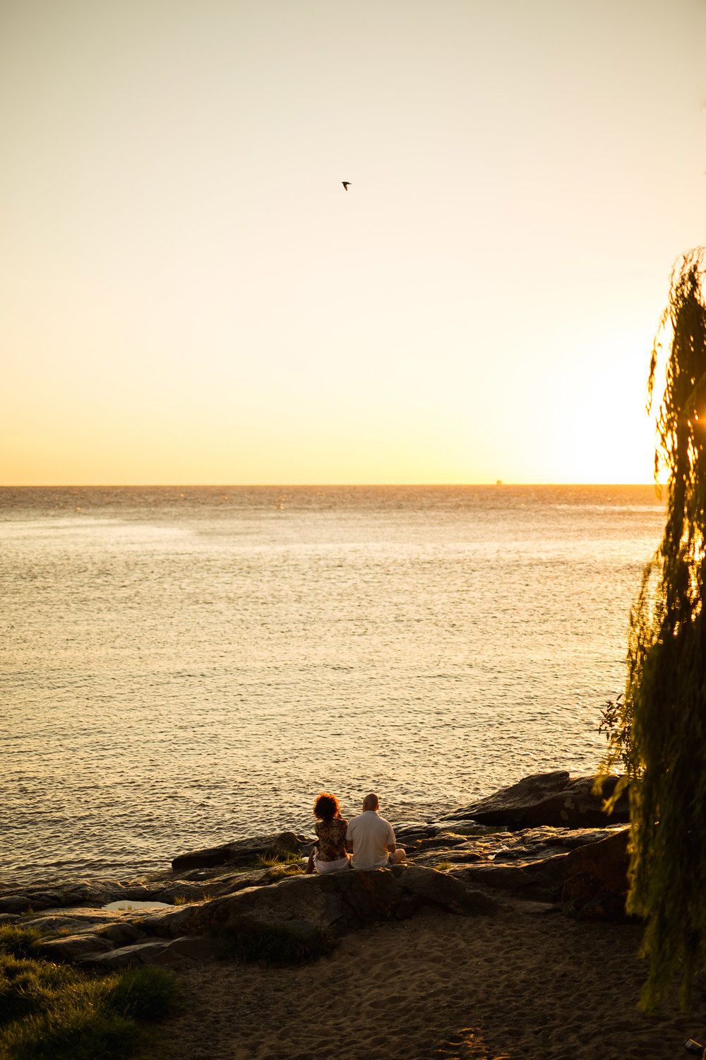 wedding-travellers-destination-photography-overlanding-south-america-uruguay-colonia-del-sacramento-sunset-couple