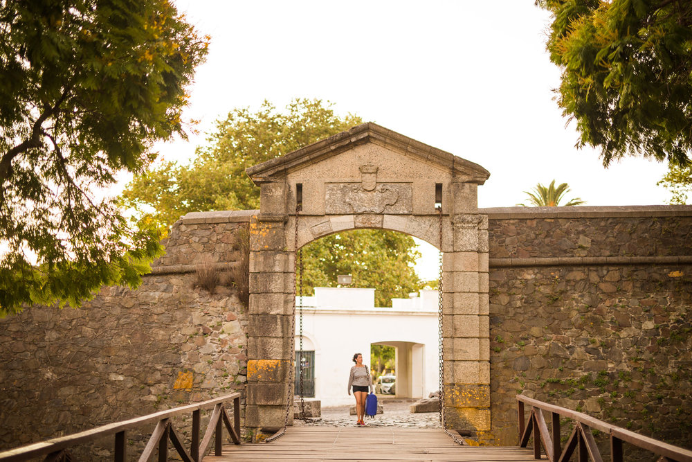 wedding-travellers-destination-photography-overlanding-south-america-uruguay-colonia-del-sacramento-gate