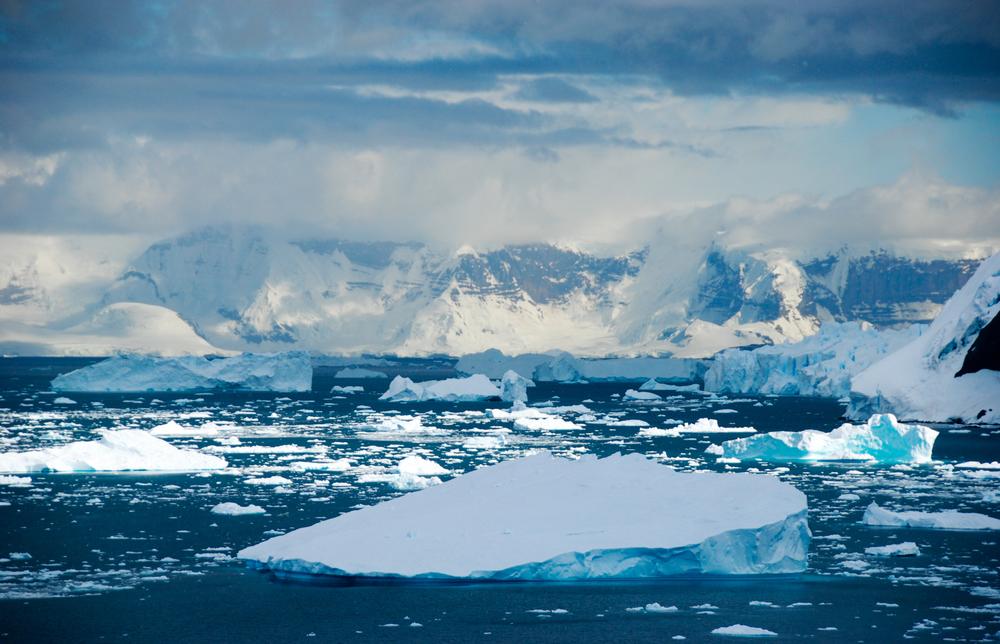 Julie-Jira_2015_PS_Antarctica-9.jpg