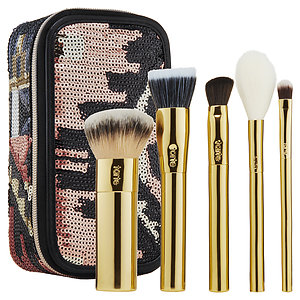 - The buffer™ airbrush finish foundation brush  - Concealer brush  - Eyeshadow brush  - Complexion brush  - Blush brush  - Sequin brush box
