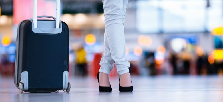 Woman-Suitcase-Airport-800x360-780x360.jpg