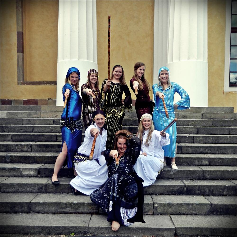 Saidi med elever från Uppsala Danscenter.