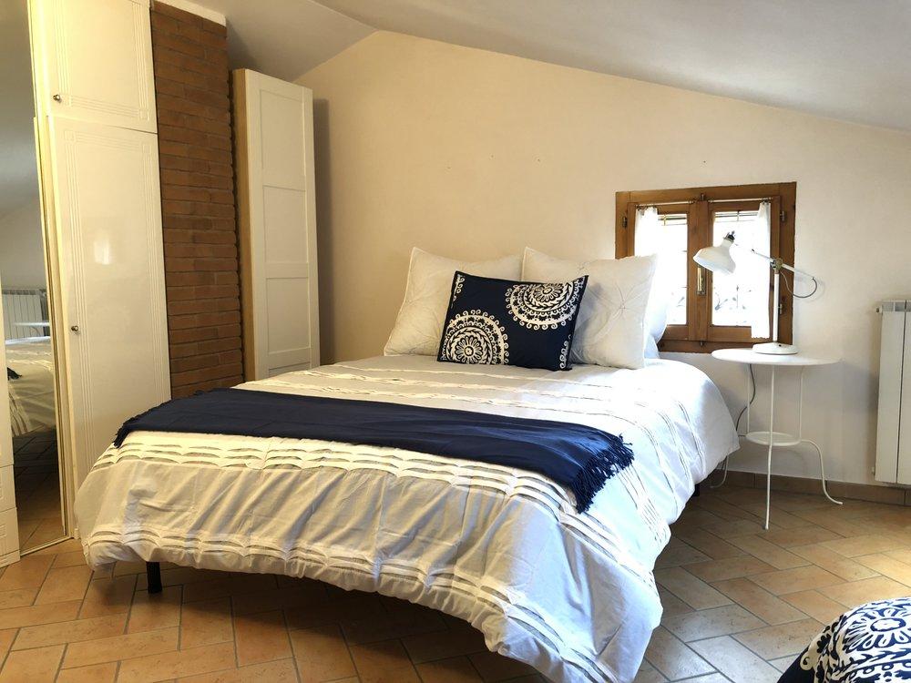 Upstairs: queen bed