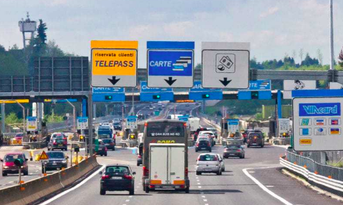 "When you enter a toll booth, go to the lane with the money and coins (on the right) if you will pay with cash, go to the ""carte"" lane (in the middle) if you will pay with a card, do not ever go in Telepass, unless you want a costly ticket"