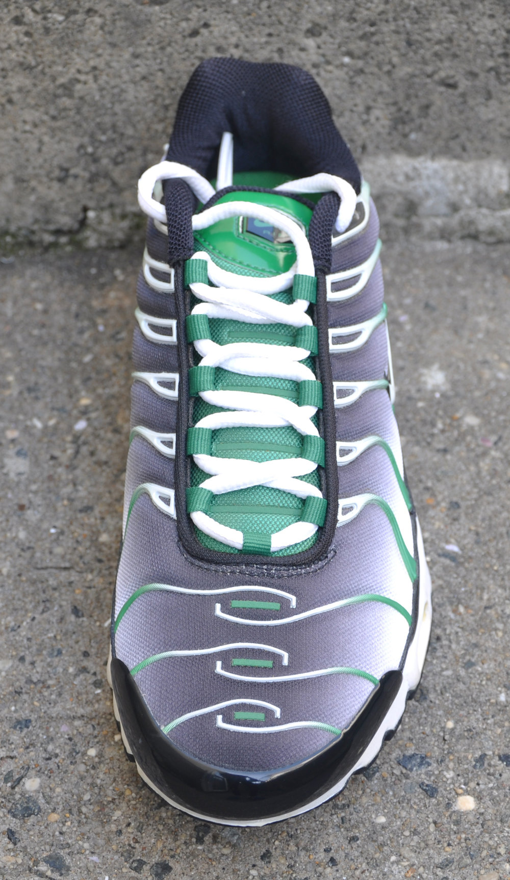 Nike Air Max Plus Black   Green (Size 8) DS — Roots f1ee016c1