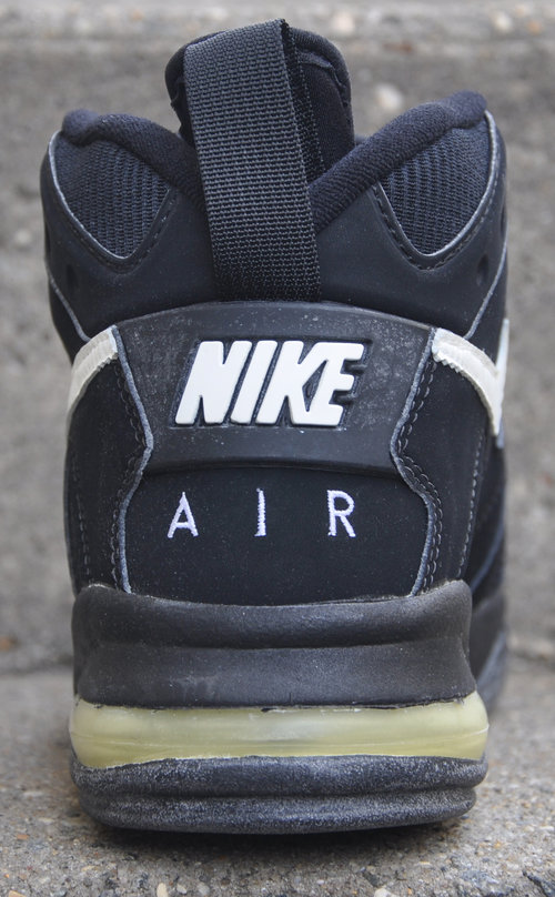 a63d628be88d Nike Air Strong Mid Black   White (Size 9) DS — Roots