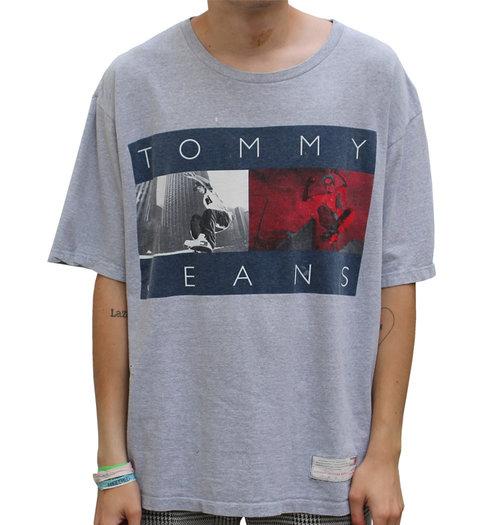 3906f71d Vintage Tommy Jeans Skate T Shirt (Size L) — Roots