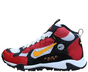 the latest ead0f 23d28 Nike Terra Sertig Desert Red and midas gold