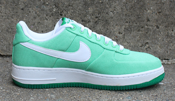 new product 8db5b 24d86 Womens Nike Air Force 1 Low Canvas Tourmaline  Lucky Green (Size 9) DS